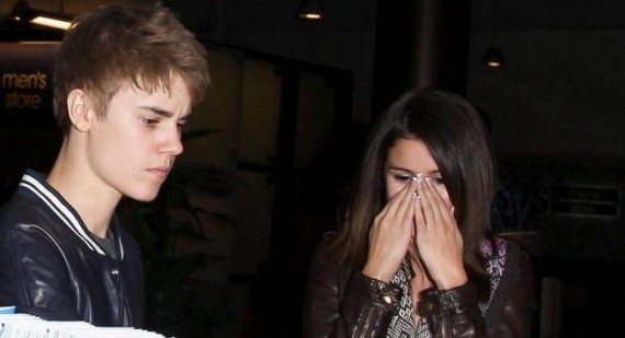 570_Justin-Bieber-And-Selena-Gomez-Break-Up-3702